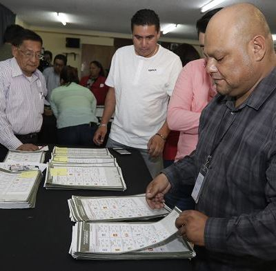 Fepade analiza documentos electorales de incidente en Puebla