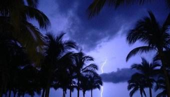 SMN prevé noche de tormentas con descargas eléctricas en México