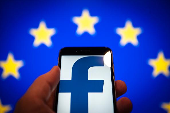 Regulador británico multa Facebook no proteger informació