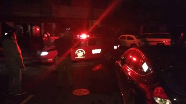 Rescatan a 5 personas atrapadas en elevador de edificio en Tlatelolco
