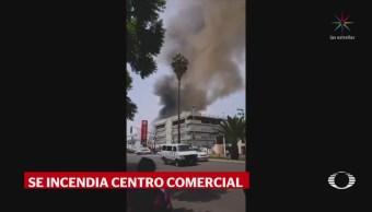Se incendia bodega en Galerías Coapa