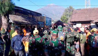 Indonesia Descienden montañistas atrapados tras sismo