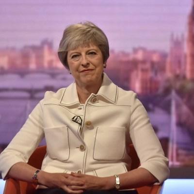 Theresa May: Trump sugirió que 'demande a la UE' por el Brexit