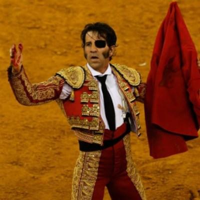 Toro arranca cuero cabelludo a torero durante corrida en España