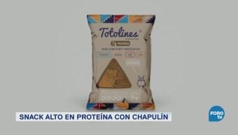 snacks horneados hechos con maíz chapulines y chile