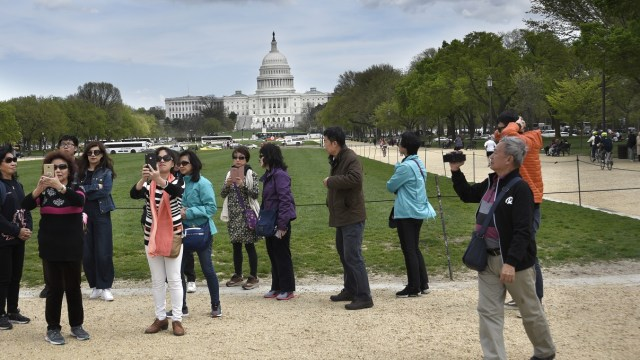 China emite alerta de viaje para EU por tiroteos y robos