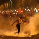 Festejos Francia terminan disturbios; hay dos muertos