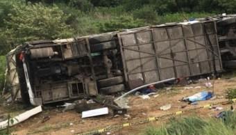 Vuelca camión de pasajeros en Nayarit; hay 4 muertos