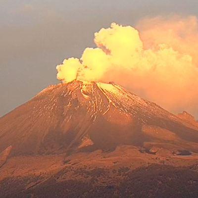 Volcán Popocatépetl lanza fragmentos incandescentes; prevén caída de ceniza