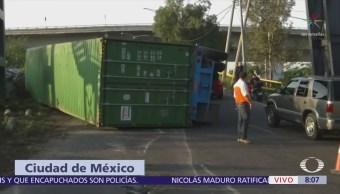 Vuelca contenedor de tráiler en Periférico Río de los Remedios, CDMX