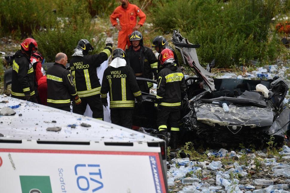 Quitan escombros luego del derrumbe de puente en Génova, Italia