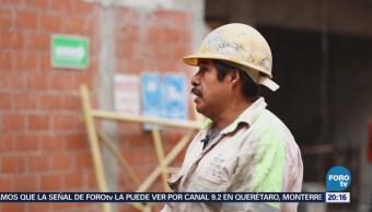 Albañiles indígenas trabajan en la CDMX