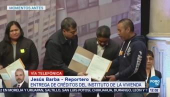 Amieva entrega créditos del Instituto de la Vivienda
