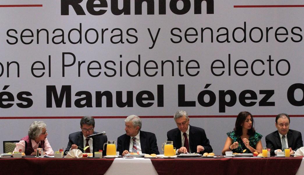 AMLO se reúne con senadores electos de Morena, PT y PES