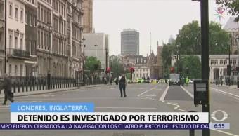 Arrestan a hombre que estrelló auto Parlamento británico