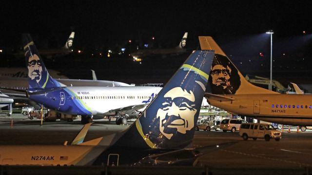 Empleado roba y estrella avión de Alaska Airlines en Seattle
