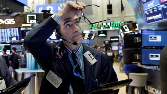 Bolsa de Wall Street detiene racha alcista, cae en apertura
