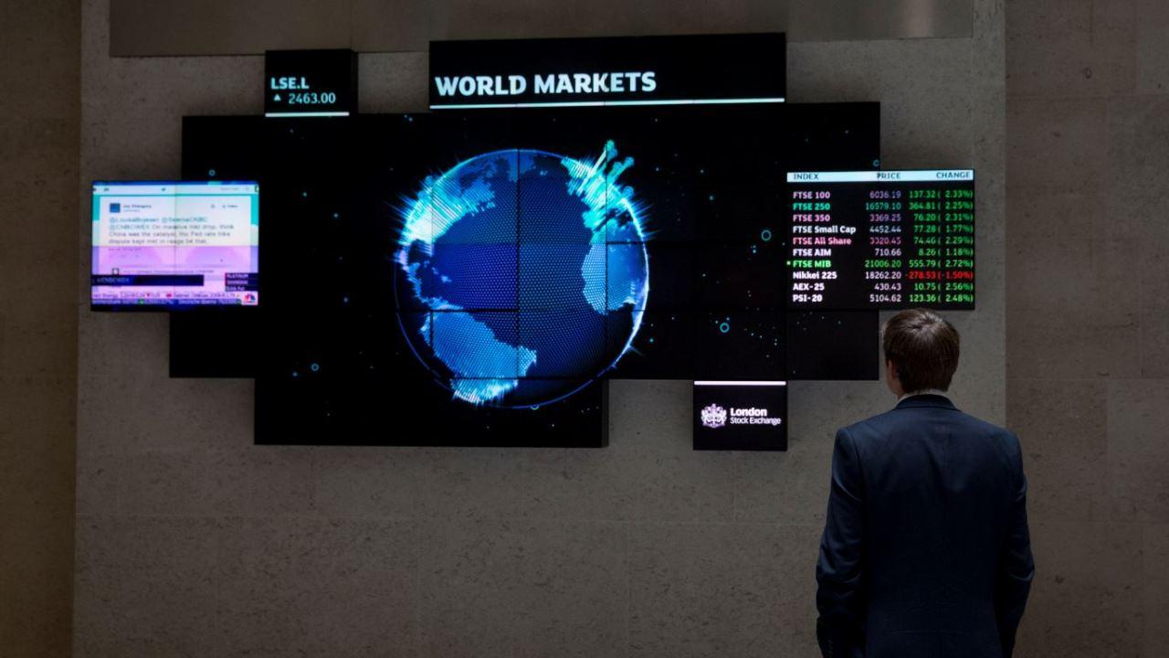 Bolsas de Europa caen, FTSE de Londres recupera pérdidas