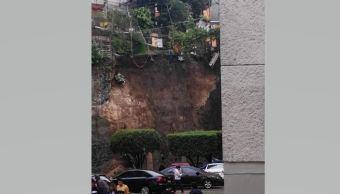Caída barda perimetral Tlalpan afecta vehiculos
