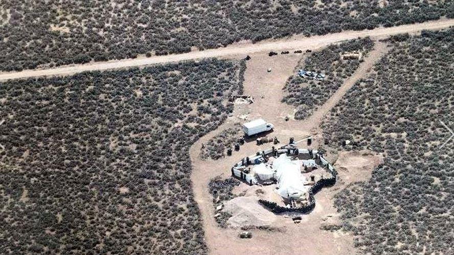 Hallan a 11 niños en condiciones deplorables en Nuevo México