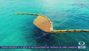 Cancún instala barreras anti sargazo
