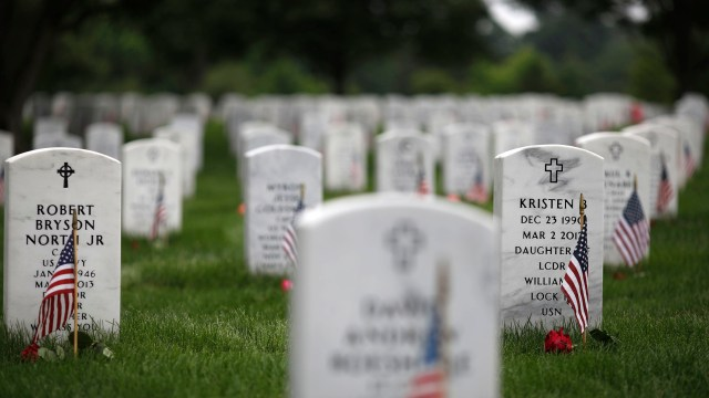 Cementerio de Arlington es desalojado por amenaza de bomba