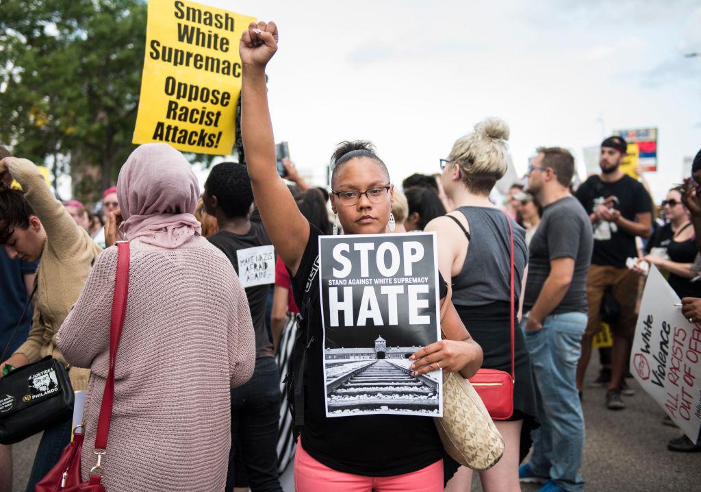 Trump condenó el racismo a un año de los disturbios en Charlottesville