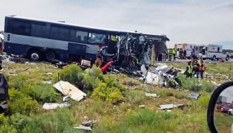 Suman ocho muertos por choque de autobús en Nuevo México