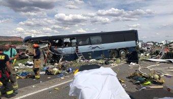 Choque entre autobús y tráiler deja muertos en Nuevo México
