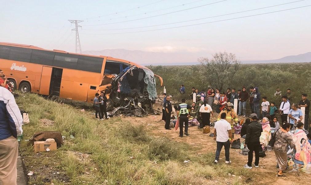 Choque en Saltillo deja un muerto y 30 lesionados