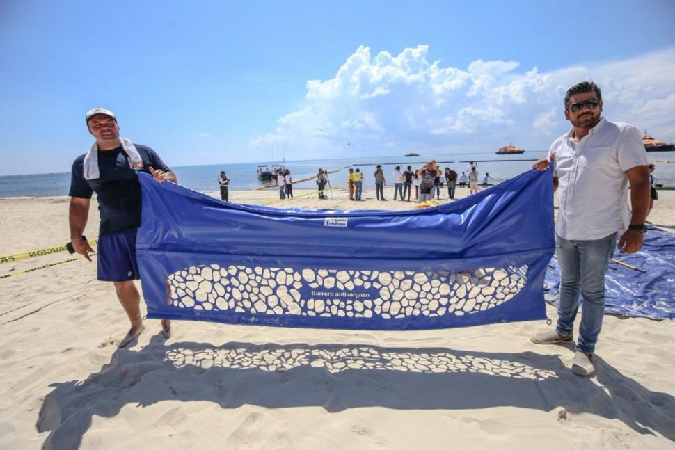 Colocan barreras contra sargazo en Cancún
