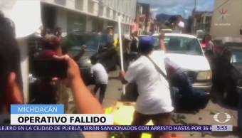 Con aguacates, comerciantes enfrentan a policías en Morelia