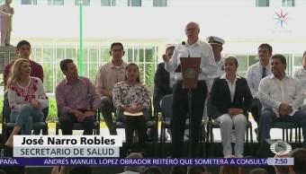Con buen humor, secretario de Salud inaugura hospital en Chiapas