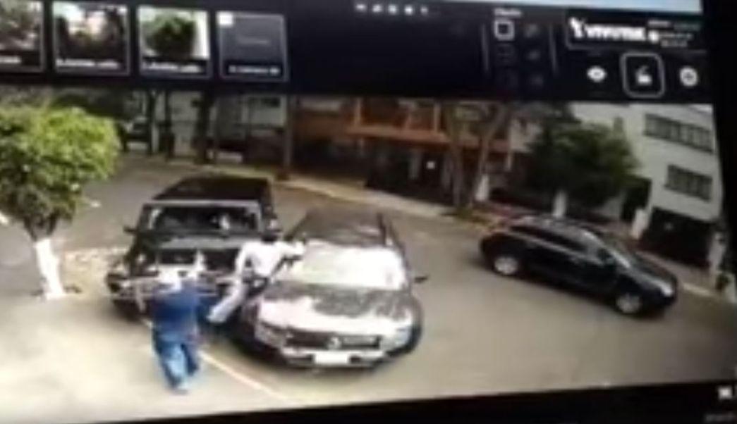 Ciudadano-frustra-secuestro-Delincuente-Atropellado-Asalto-Condesa