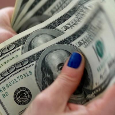 Bancos capitalinos venden el dólar en 19.46 pesos al cierre de operaciones