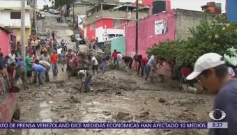 Deslave en Valle Dorado, Naucalpan, arrastra vehículos
