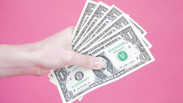 Dólar se vende en 19.43 pesos en bancos de la CDMX