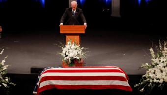 Realizan homenaje a John McCain en iglesia bautista Phoenix