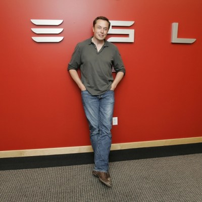 Elon Musk considera retirar a Tesla de la Bolsa de Nueva York