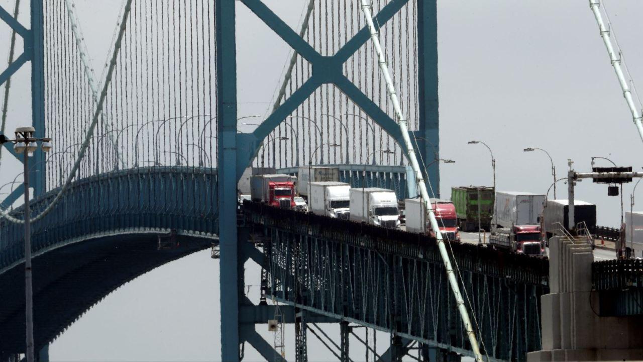 EU y México impulsan acuerdo automotriz en TLCAN