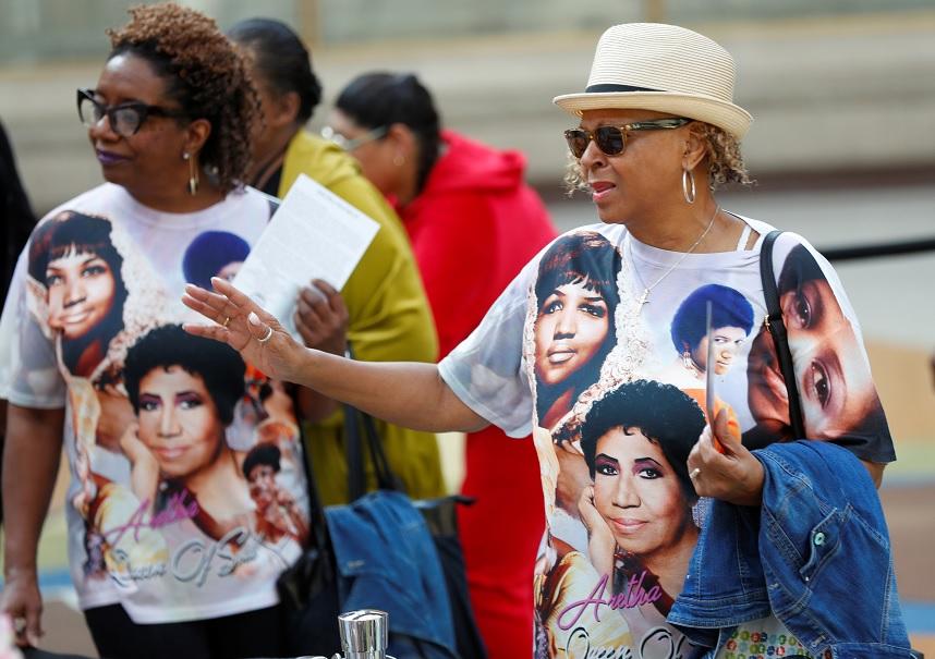 Aretha Franklin es despedida por miles de fans en Detroit