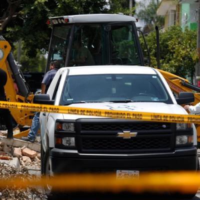 Suman diez cuerpos hallados en una fosa clandestina en Guadalajara