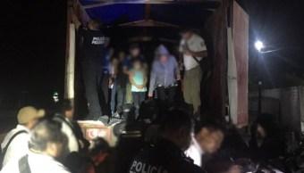 policia federal rescata centroamericanos tabasco trailer