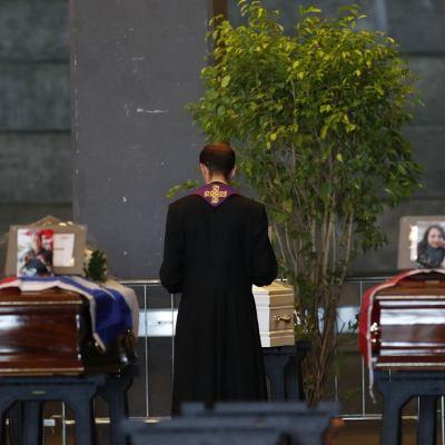 Familiares de muertos en puente de Génova rechazan funeral de Estado