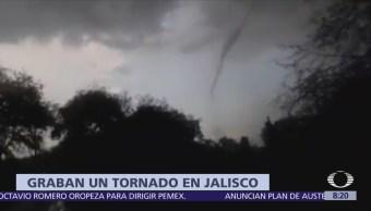 Graban un tornado en Villa Corona, Jalisco
