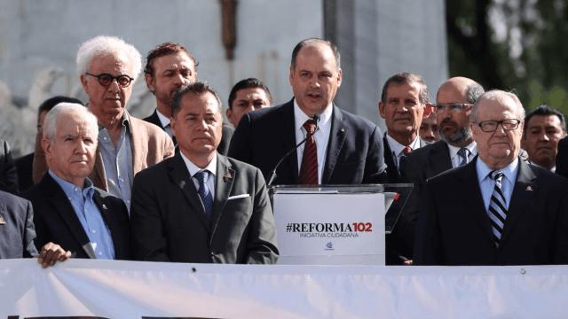 Empresarios piden a AMLO reconsiderar propuesta para CFE
