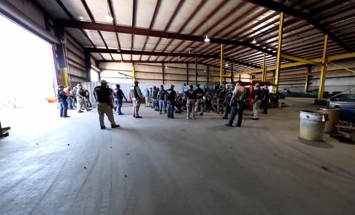 ICE arresta a 160 indocumentados en fábrica de Texas