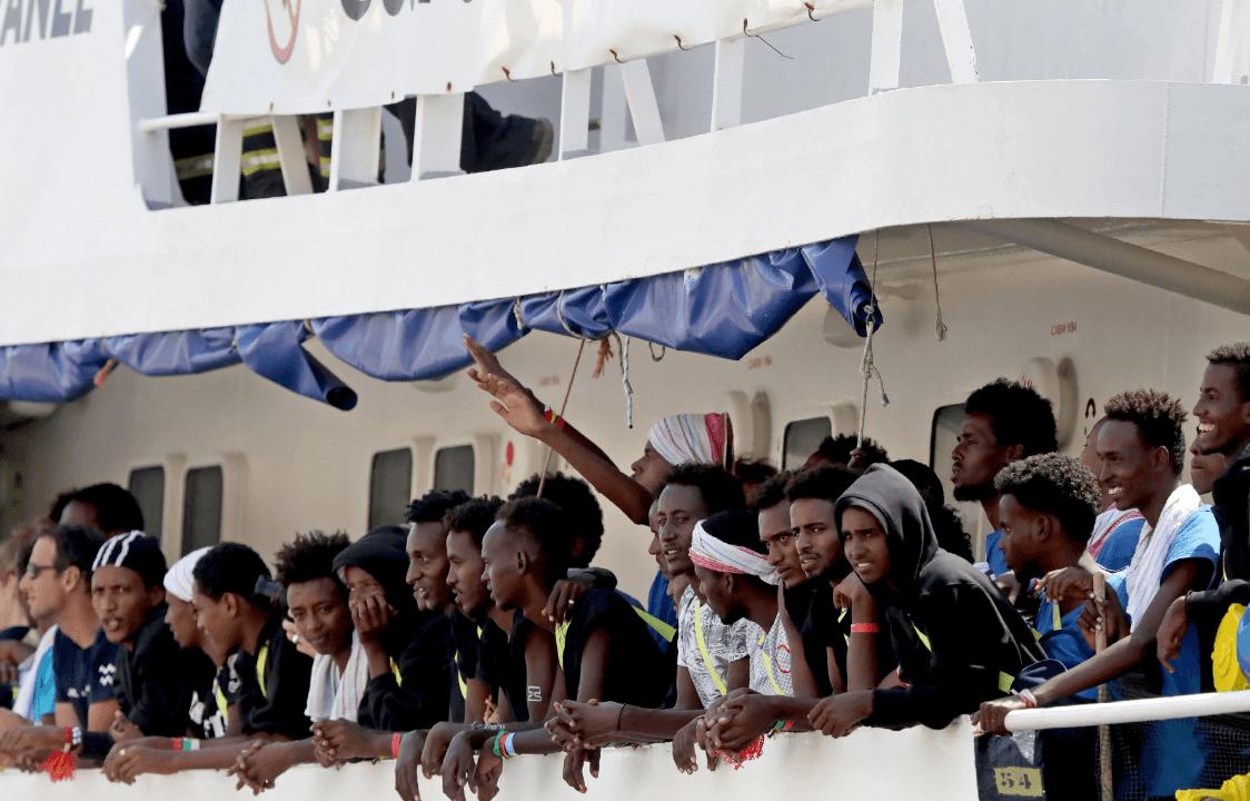 Barco Aquarius, con 141 inmigrantes a bordo, atraca en Malta