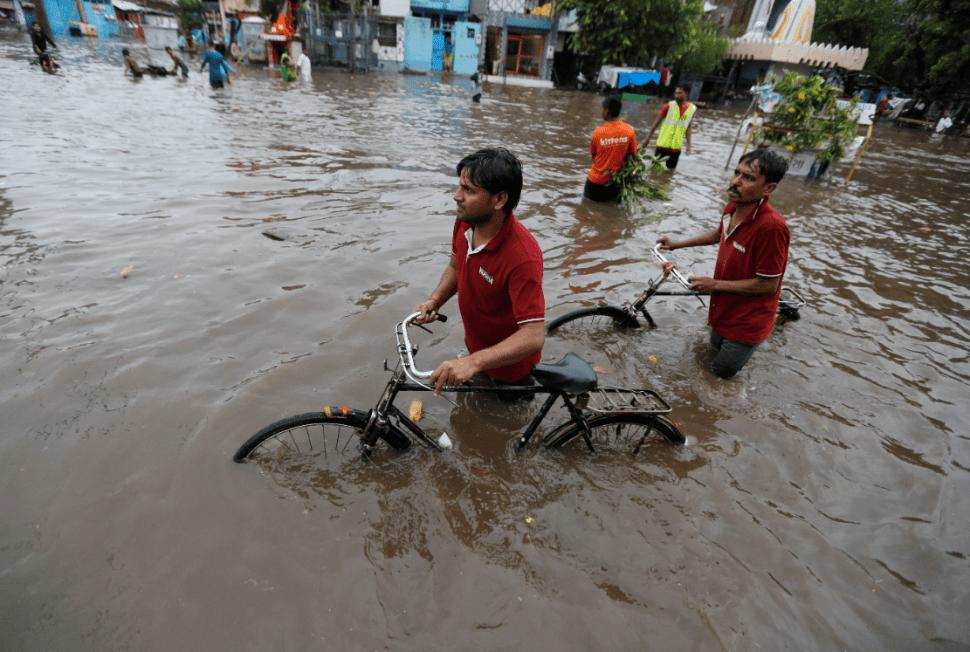 Inundaciones en India dejan cientos de muertos. (AP)