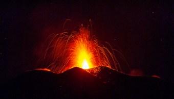 Erupción del Monte Etna continúa con emisión de gases y temblores